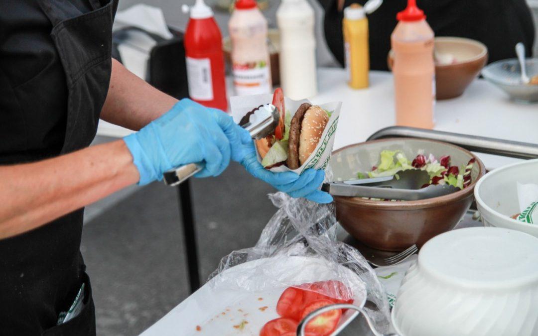 Hamburgerlunch samlade hungriga medlemmar